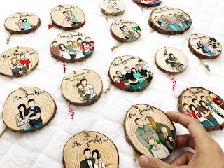 The Five Best Etsy Stores for Personalized Gifts christmas ornament