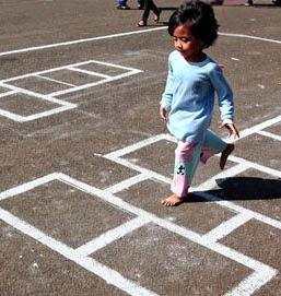Mengaplikasikan Permainan Tradisional Angklek Di Paud Anak Paud Bermain Belajar