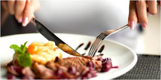 Makan Daging Bikin Perut Kembung? Tanda Gangguan Pencernaan