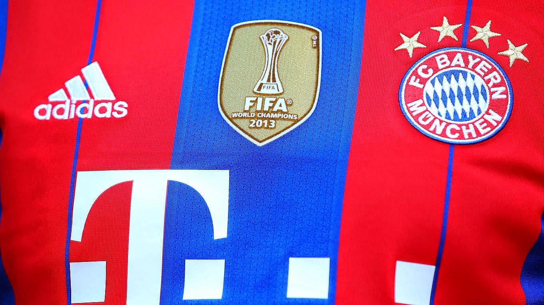 b1c66f3fd5 Não é só dentro de campo que o Bayern de Munique vem colecionando recordes.  O clube anunciou que pela primeira vez na sua história vendeu mais de 1  milhão ...