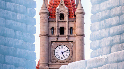 Landmark Center clock tower and Winter Carnival Ice Palace in St. Paul, Minnesota © Joe Mamer Photography/Alamy