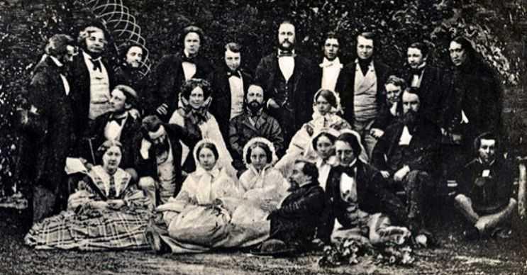 Dickens ailesi oldukça kalabalıktı, toplam 8 erkek ve 12 kadından oluşuyordu.