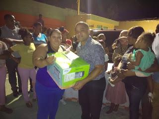 Aspirante a regidor,Juan Pablo Pérez Bello agasaja madres en Vicente Noble
