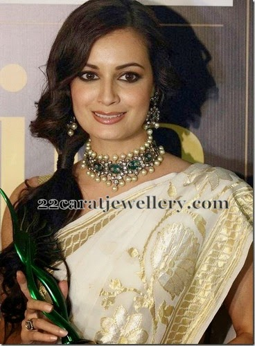 Elegant Bride In Jadau Jewelry Jewellery Designs