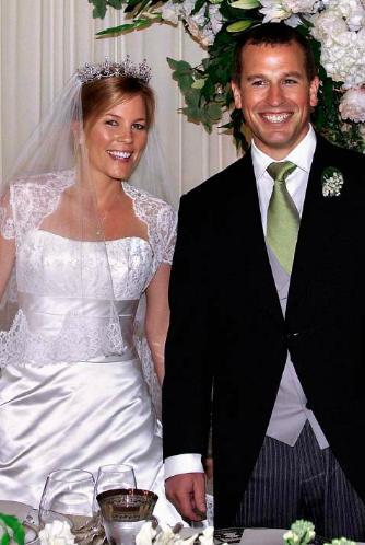 The Royal Order Of Sartorial Splendor Wedding Wednesday Autumn Phillips Gown