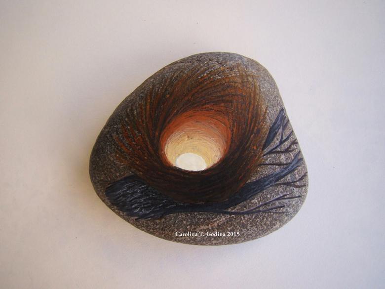 Vuelve Carolina Godina con regalos especiales colmados de encanto, sus piedras ilustradas son verdaderas obras de arte