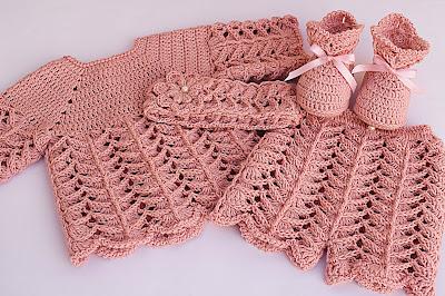 1 - Crochet IMAGEN de Peucos zapatitos o escarpines a conjunto con la chambrita rosa a crochet y ganchillo. MAJOVEL CROCHET