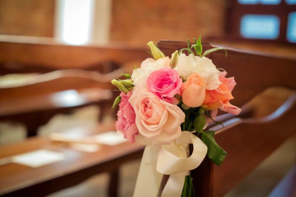 casamento-lindo-singelo-decoracao-cerimonia-banco