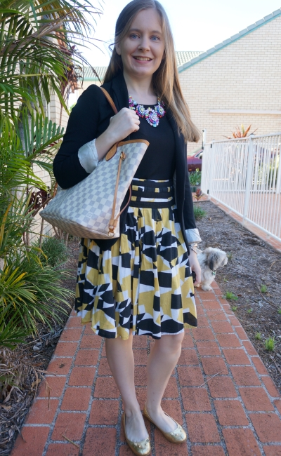 printed pleated a-line skirt for office with black tank and jersey blazer LV neverfull | awayfromblue