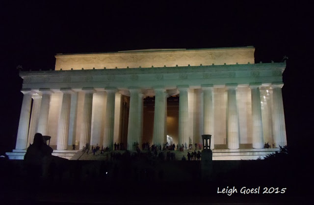 Night time view of the Lincoln Memorial