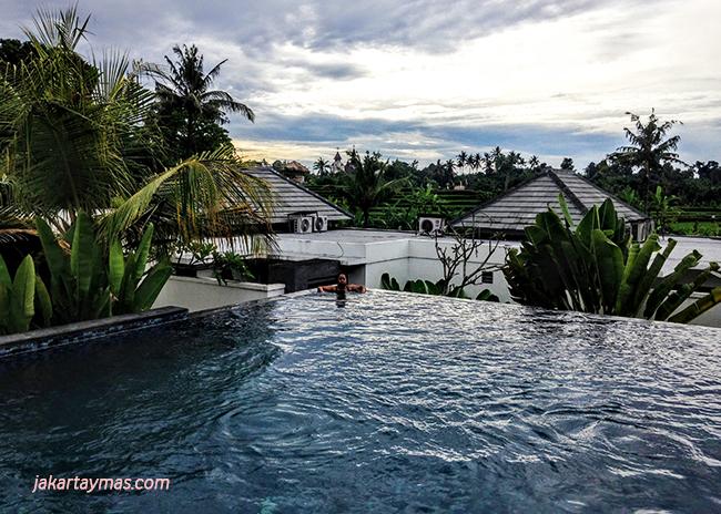 Una gran piscina en Bali