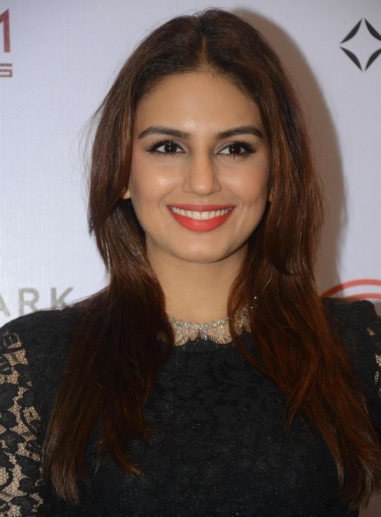 Actress Long Hair Face Closeup Stills Huma Qureshi
