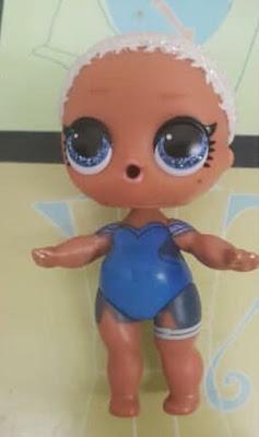 Голубоглазая кукла из чемоданчика Лол 60 сюрпризов без парика
