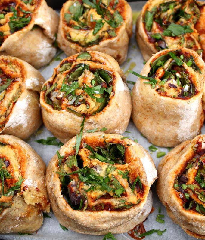 Oppskrift hjemmebakte Grove Pizzasnurrer Spinat Vegansk Ost Mandelost