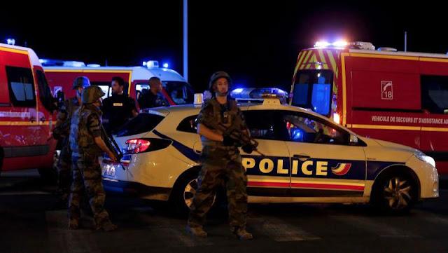 Μακελειό στη Γαλλία: Νταλίκα πέφτει πάνω σε πεζούς στη Νίκαια- Δεκάδες νεκροί - Φόβοι για ISIS (Εικόνες-Βίντεο-Live εικόνα)