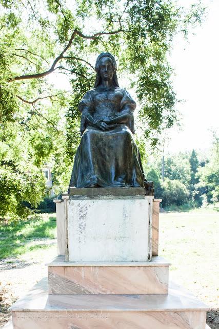 Bohusné Szögyény Antónia (1803-1890) szobra Világoson