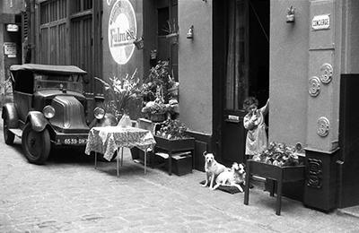 http://kvetchlandia.tumblr.com/post/147635364208/inge-morath-le-marais-paris-1957