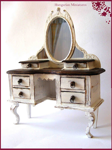 Tiny World Dollhouse Miniatures Vanity Table