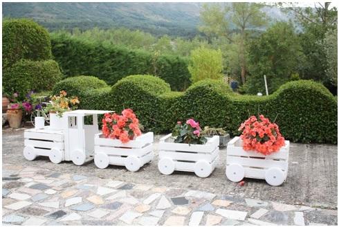 formas lindas de adornar el jardin usando cajas