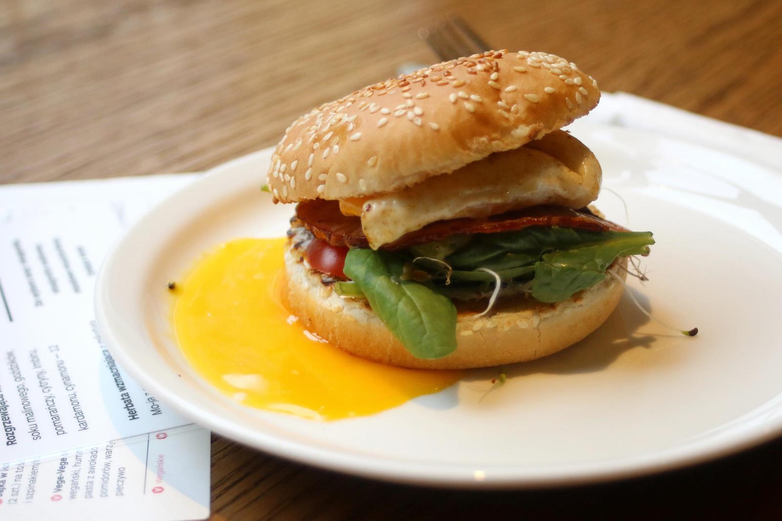 burger moja cafe; wegańskie jedzenie