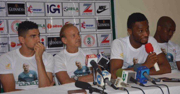 Super Eagles shows support to Carl Ikeme (Photos)