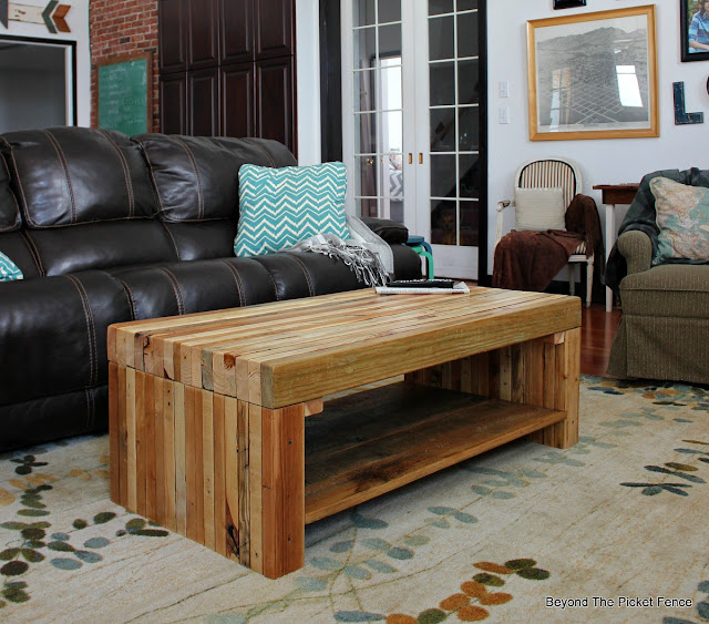pallets, build it, coffee table, reclaimed wood, salvaged, http://bec4-beyondthepicketfence.blogspot.com/2016/02/building-lessons-pallet-coffee-table.html