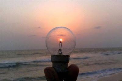 Sol se pondo dentro de lampada