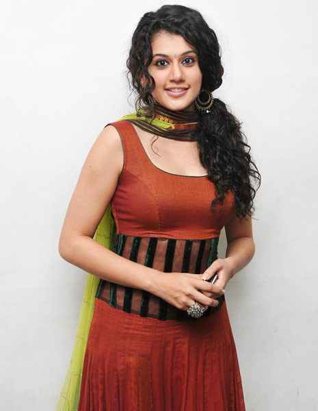 Taapsee Wallpaper Hd Pics cute