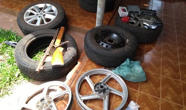 Polícia Militar recupera objetos furtados e prende três por receptação