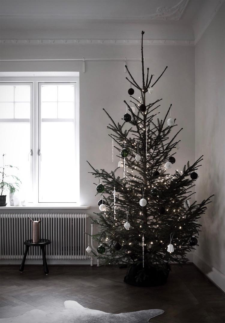 my scandinavian home 5 beautifully minimalist christmas. Black Bedroom Furniture Sets. Home Design Ideas