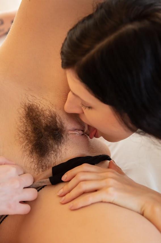 SexArt Arian & Emylia Argan Close Up 3