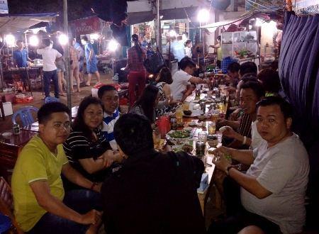 Chợ đêm hải sản ấm lòng nơi quê hương Hải đội Hoàng Sa