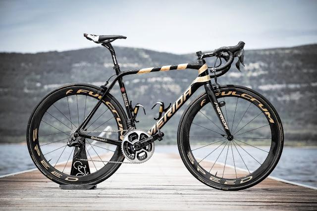 La Merida Scultura de Nibali en el Giro bordada en ORO