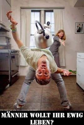 Mann und Frau streiten sich lustige Bilder Küchenutensilien fliegen