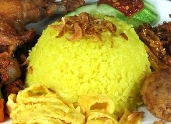 Gele Keuken 9 : Indisch eten nasi kuning gele rijst uit de indonesische keuken