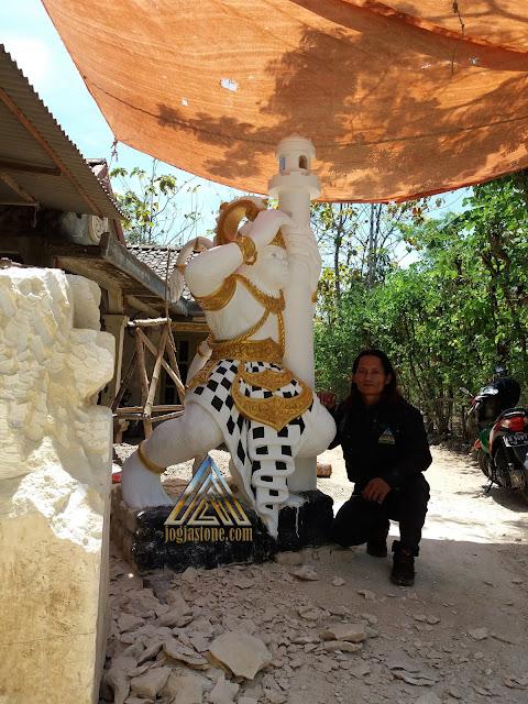 Patung dibuat dari batu alam paras jogja / batu putih gunungkidul