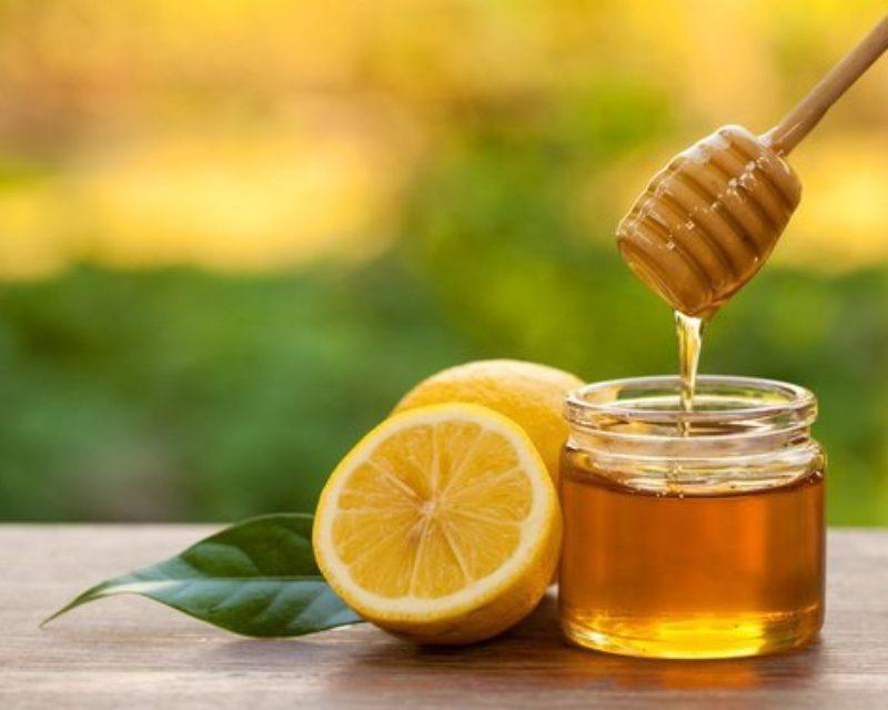 Mel com limão em jejum pode ajudar mulheres a perder peso