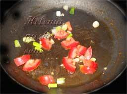 обжариваем на горячей сковороде с растительным маслом