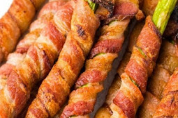 Bacon Wrapped Asparagus Recipe in the Oven (Keto)