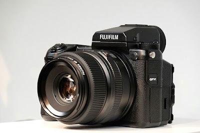 Inilah Kamera Dengan Resolusi Megapixel Tertinggi 2018 Nikon D810 36.3 Megapixel Full-frame CMOS Sensor (No AA filter)  Canon 5DS/R 50 Megapixel CMOS Sensor  Sony A7R Mark III 42.4 Megapixel Back-Illuminated Exmor R CMOS image sensor  Fujifilm GFX 50S 51.4 Megapixel CMOS Medium Format Sensor  Nikon Z7 45.7 Effective Megapixels