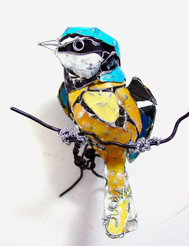 Pájaro hecho aluminio y alambre grueso