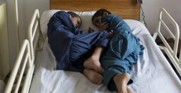 Alerta: Extraña enfermedad niños normales se paralizan en las noches