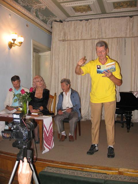 Василь Довжик  на презентации в НСПУ