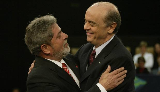 Na avaliação de Serra, Lula pode criar grave problema internacional para o Brasil, se assumir o papel de asilado político