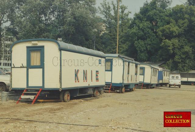 alihnemet de roulottes bureaux du Cirque Knie 1970