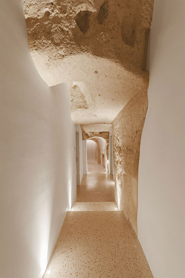 08-Corridor-to-Rooms-La-Dimora-di-Metello-Hotel-Matera-by-Manca-Studio-www-designstack-co