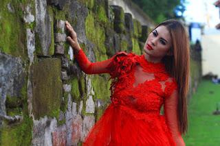 Hunting konsep foto model cantik igo Cinta Rarung model pasangan
