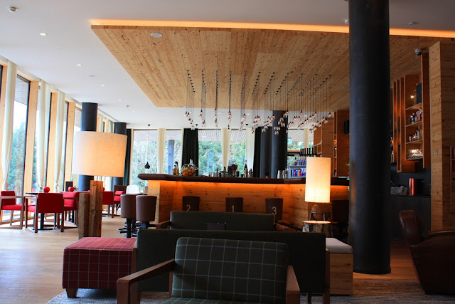 Die Hotelbar im Falkensteiner Hotel Schladming © Copyright Monika Fuchs, TravelWorldOnline