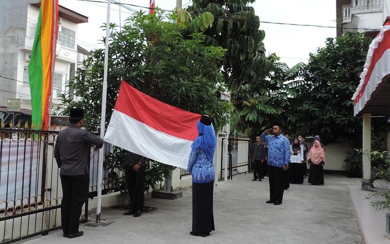 Upacara bendera peringatan HUT RI ke 71 oleh Bawaslu Riau