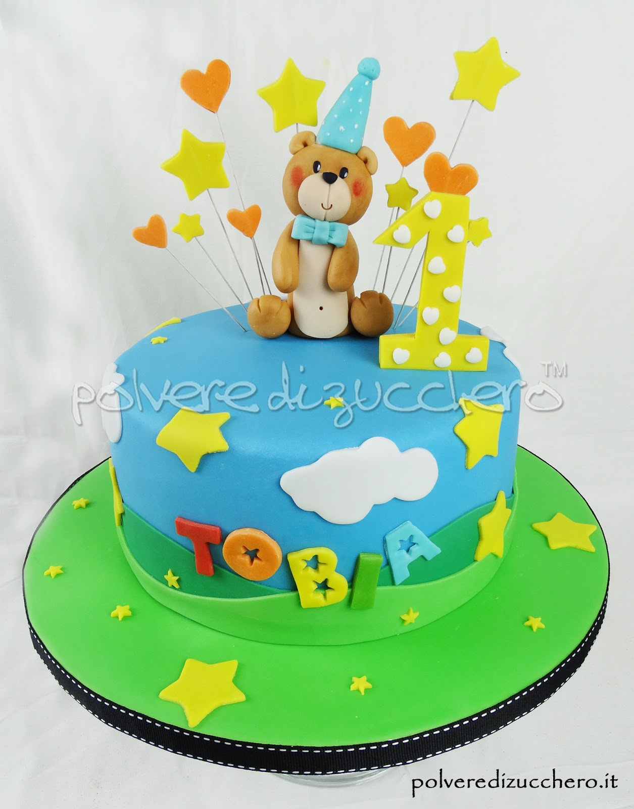 cake design torta decorata polvere di zucchero orsetto pasta di zucchero colori idea primo compleanno bimbo stelle cuori